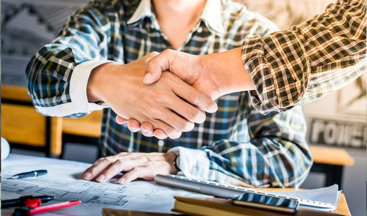 Kunden anlitar ett annat företag för att göra färdigt jobbet