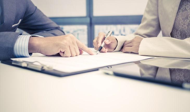 Vad är skillnaden på ett avtalsservitut och ett officialservitut och hur bildas de?