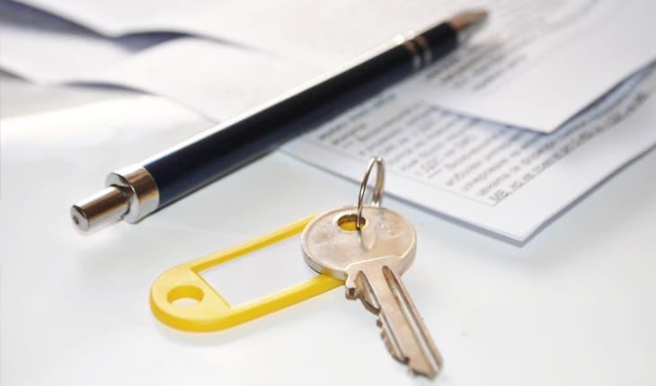 Vad har en bostadsrättsförening för möjligheter om någon hyr ut utan tillstånd?