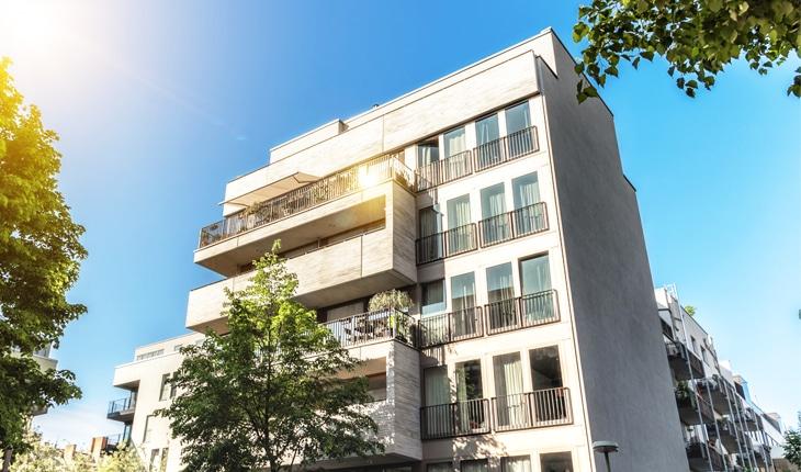 Bostadsjuridik omfattar alla slags frågor som kan uppkomma i samband med boende, bostäder och byggnader.