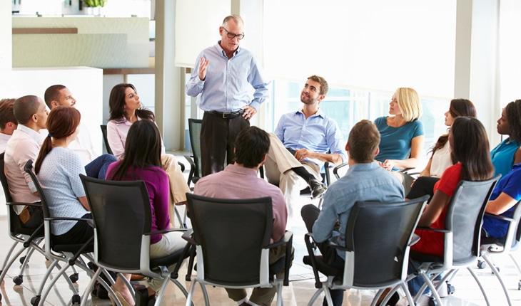 Hjälp inför och vid årsstämma i er bostadsrättsförening